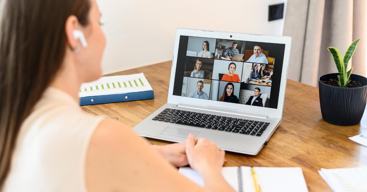 Hogyan maradjak fókuszált az online meetingek közben?
