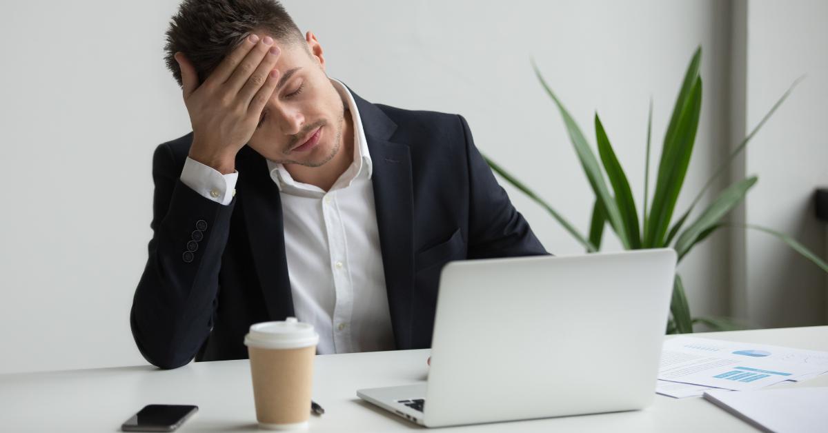 Trükközés és csalás munkáltatói oldalon – mit tehet a munkavállaló?